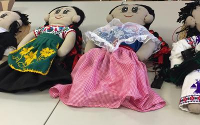 Paquitos: muñecos indígenas que luchan contra el racismo